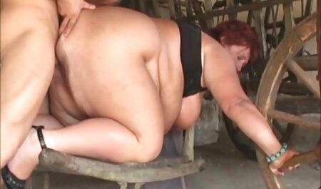 Charmante brunette met vlechtjes Masturberen in de keuken tiroler sex filmpjes